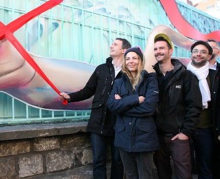 À travers un tram « capote » et une fresque murale, les élus et le SMTC marquent leur engagement dans la lutte contre le Sida et la sérophobie.