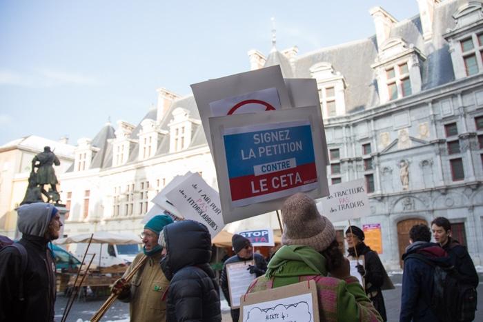 Action de sensibilisation contre CETA. 21 janvier 2017. © Yuliya Ruzhechka - Place Gre'net