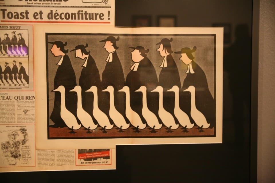 Le Canard Enchaîné, et ses abbés au pas de l'oie © Florent Mathieu - Place Gre'net