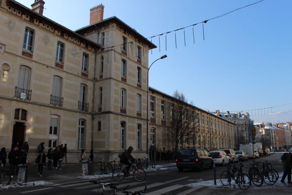 Les lycéennes de Champollion à Grenoble participeront à cette journée de valorisation des filières scientifiques © Corentin Libert