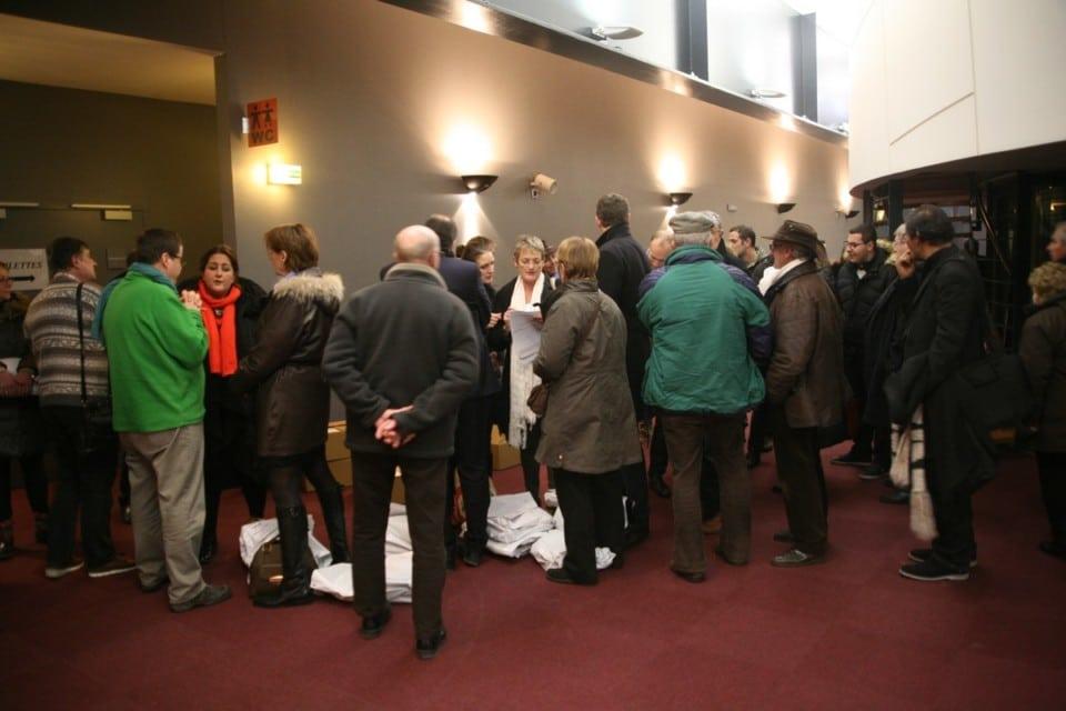 Les responsables des bureaux de vote font la queue © Florent Mathieu - Place Gre'net