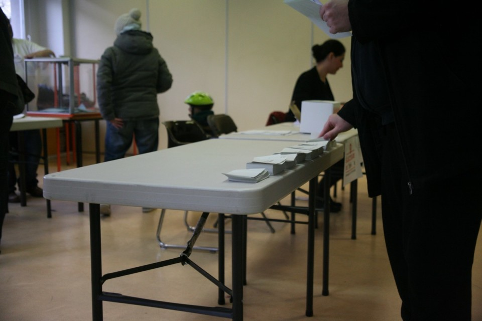 À quelques mètres du siège du PS dégradé, rue Anthoard, le vote de la primaire se déroule dans la quiétude. © Florent Mathieu - Place Gre'net
