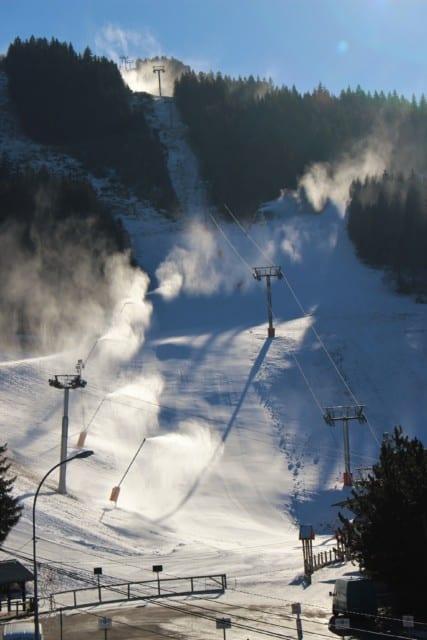 Canons à neige au bas des pistes de la station de Villard de Lans. © Corentin Libert - Place Gre'net