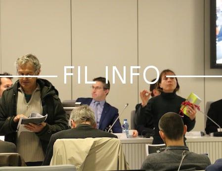 """Les anti-Linky ont interpellé les élus en ouverture du conseil de la Métro. En guise de """"cadeau"""", un compteur démonté à Pont-de-Claix..."""