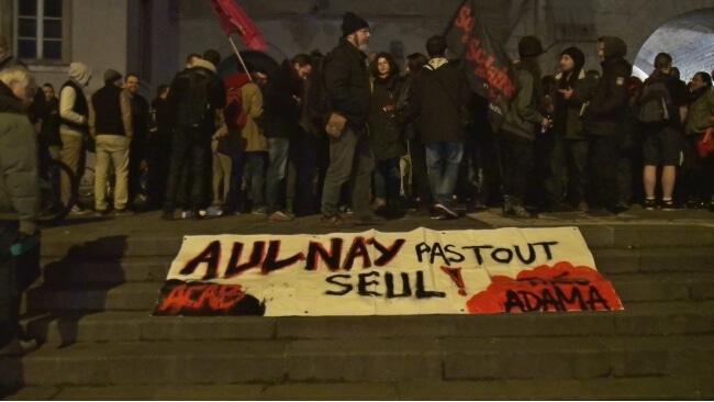 """Environ 300 personnes s'étaient réunies le 10 février à Grenoble, pour réclamer """"Justice pour Théo"""", le jeune homme victime de graves violences policières. © Joël Kermabon - Place Gre'net"""