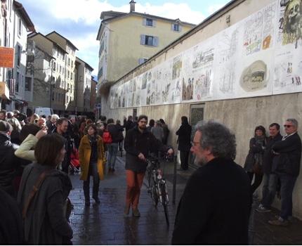Ce 4 février a été inaugurée l'exposition des croquis de dessinateurs organisée par le musée de l'Ancien évêché sur son mur d'enceinte, rue Très-Cloîtres.