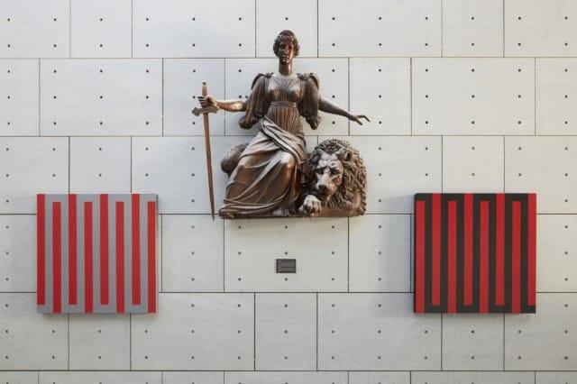 L'allégorie de la Justice signée Victor Sappey entourée de deux des toiles de Denis Arino. © Nicolas Pianfetti