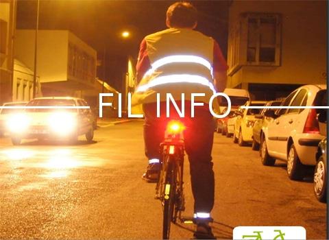 """Cycliste, la nuit. Campagne """"Circulez, brillez !"""" DR"""