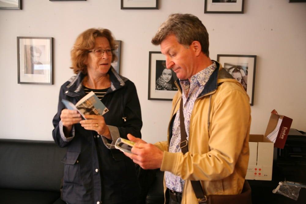 Françoise Folliot et Christophe Prat de Vues d'en face en peine découverte des exemplaires du programme 2017 © Florent Mathieu - Place Gre'net