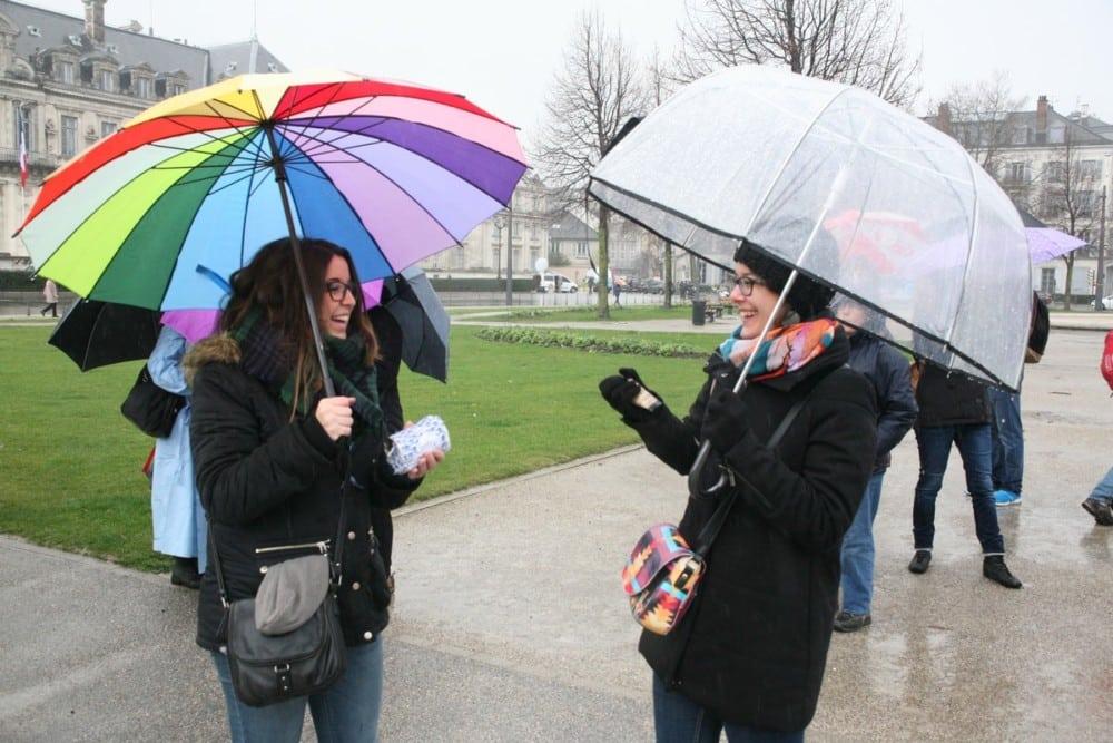 Sarah et Émilie, infirmières au CHU de Grenoble. © Florent Mathieu - Place Gre'net