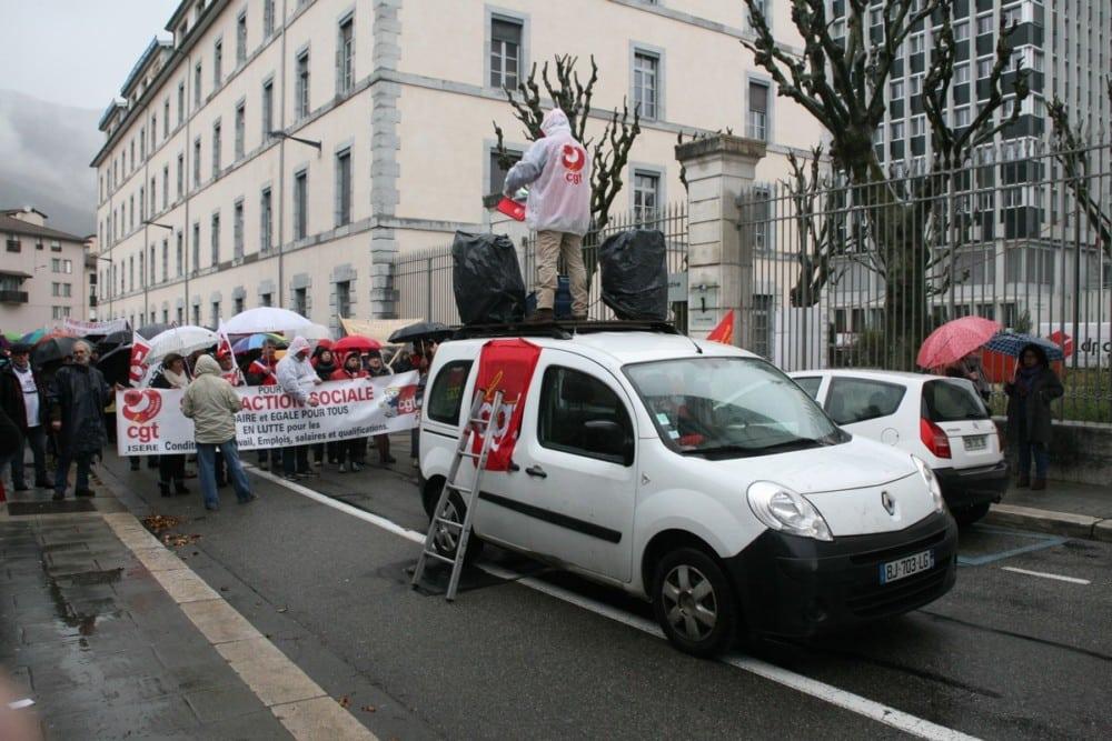 La CGT égrène ses revendications face à la Cité administrative Dode. © Florent Mathieu - Place Gre'net