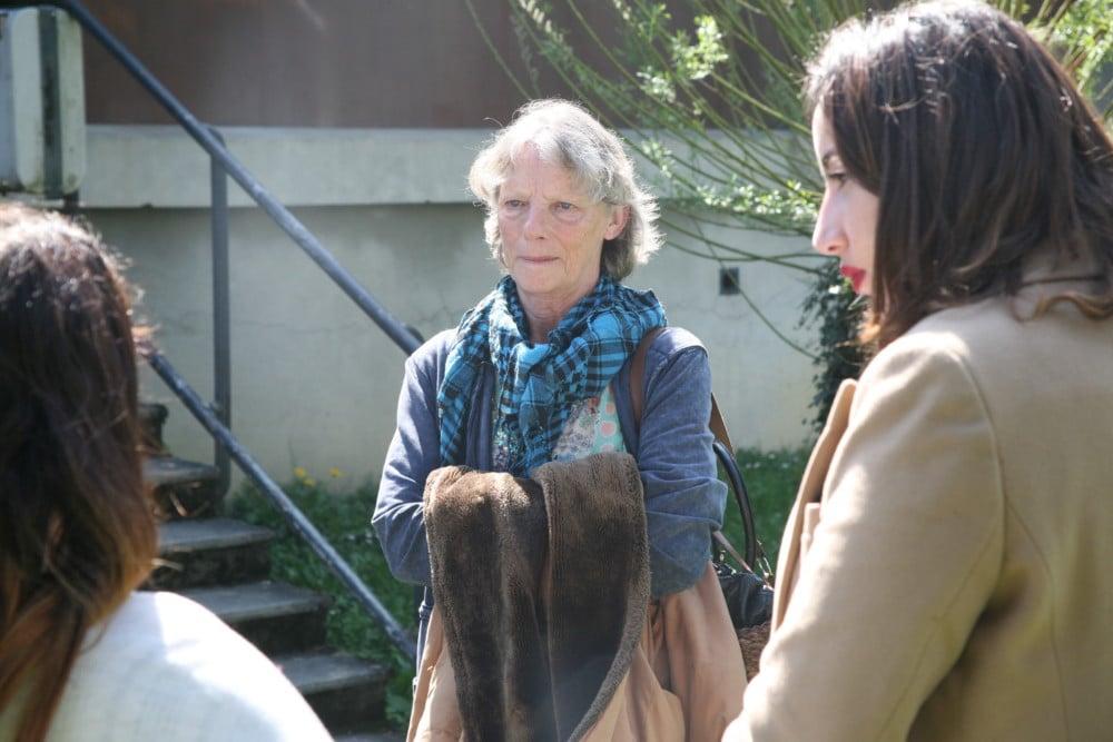 Rosen Hicher et Laurane Goueslain (Osez le féminisme 38) s'entretiennent avec des étudiantes après la rencontre © Florent Mathieu - Place Gre'net