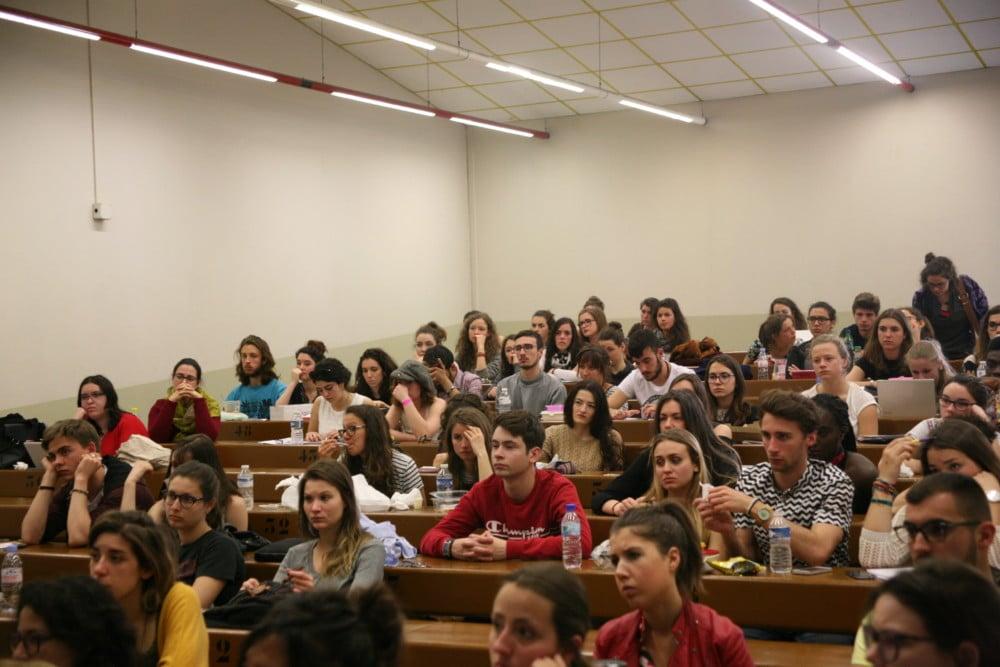 Un public majoritairement étudiant, et majoritairement féminin, était venu assister à la rencontre organisée entre midi et deux heures sur le campus. © Florent Mathieu - Place Gre'net