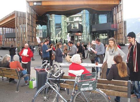 Rassemblement de Grenoble anti-Linky, et contre la Smart City, samedi 11 mars, en marge de la biennale, villes en transition © Séverine Cattiaux – Place Gre'net