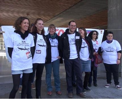 Les bibliothécaires en lutte lors de l'annonce de la montée à Paris d'une délégation à l'occasion du Salon du livre. © Joël Kermabon - Place Gre'net