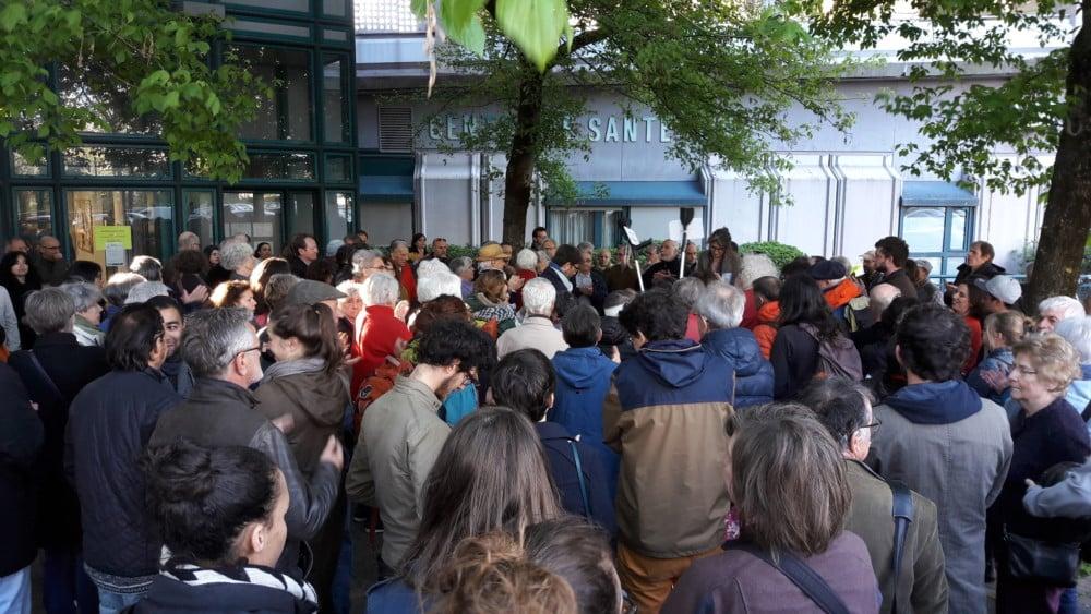 Mobilisation devant le siège de l'Agecsa, jeudi 6 avril. DR