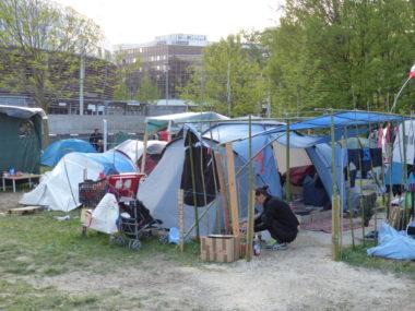 Les migrants originaires des Balkans sont de plus en plus nombreux à venir s'installer sur le camp, ces dernières semaines. © Manuel Pavard, Place Gre'net