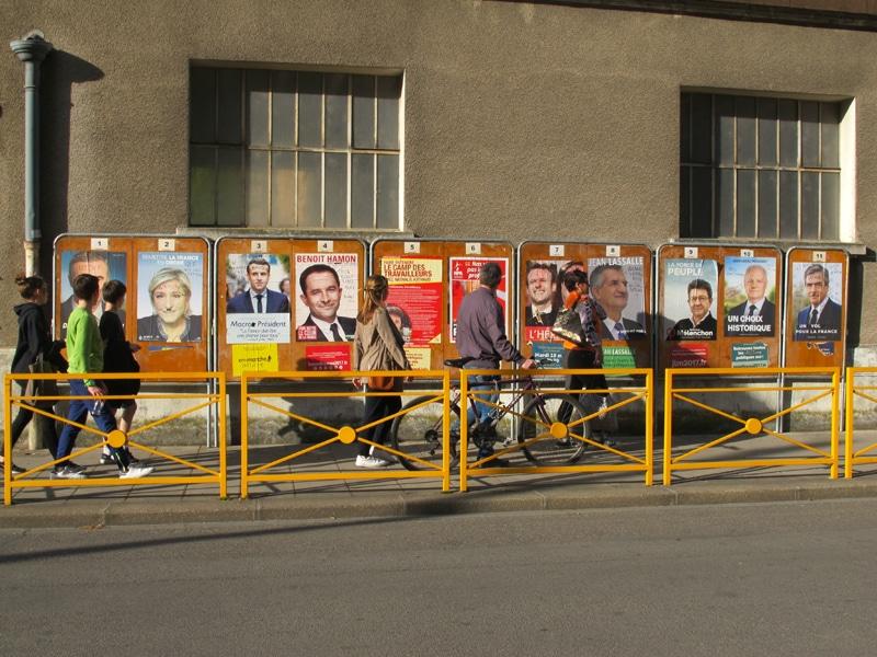 Dans un quartier à Grenoble, affiches des candidats au premier tour de l'élection présidentielle 2017 © Séverine Cattiaux - placegrenet.fr