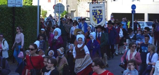 La troupe La Picouline durant la parade du festival Lesdiguières. Sassenage le samedi 8 avril © Albéric Marzullo - Place Gre'net