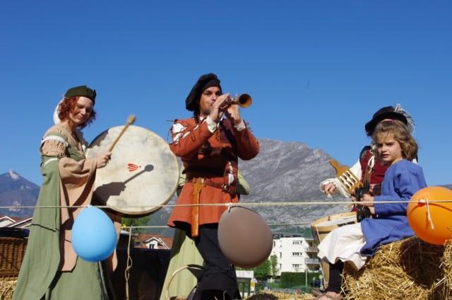 Musiques médiévales et Renaissance pour la parade du festival Lesdiguières. Sassenage le samedi 8 avril © Albéric Marzullo - Place Gre'net