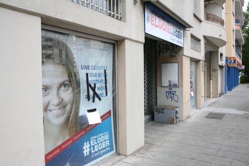 Le Siège de campagne vandalisé de la candidate Élodie Léger. @ Florent Mathieu - Place Gre'net