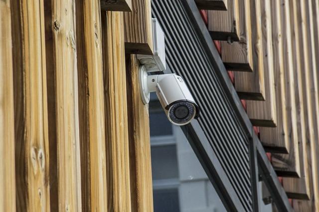 Une caméra de vidéosurveillance à Grenoble © Chloé Ponset - Place Gre'net