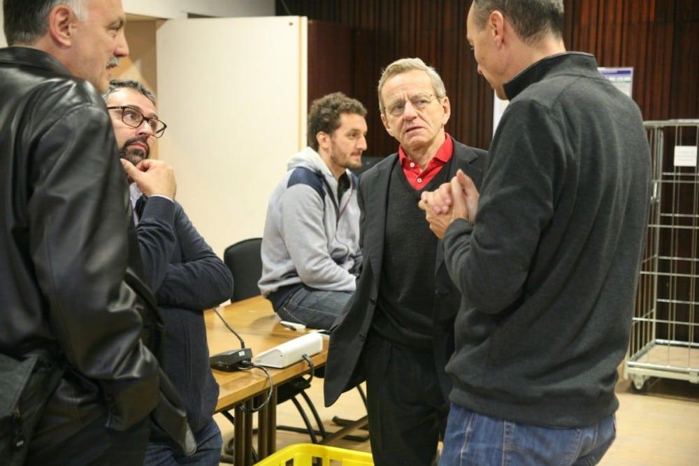 Alain Carignon en conversation avec Pascal Clouaire et Jérôme Safar durant le dépouillement de la votation citoyenne et du budget participatif 2016. © Florent Mathieu - Place Gre'net