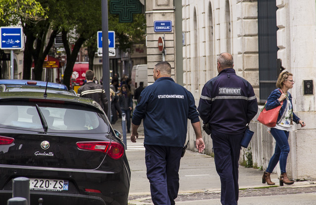 Les élus du CHSCT de la Ville de Grenoble demandent des temps de repos renforcés pour les agents de contrôle du stationnement © Chloé Ponset - Place Gre'net