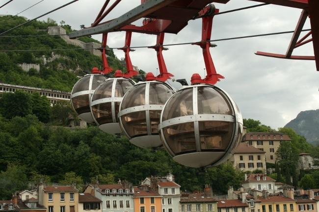 En 2017, frappé par la foudre, le téléphérique de Grenoble avait été frappé par la foudre. © Joël Kermabon - Place Gre'net