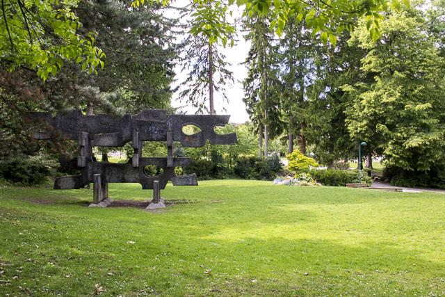 Fermé à la population, le parc Paul-Mistral est-il devenu l'un des lieux de repli du loup en journée ? © Chloé Ponset - Place Gre'net