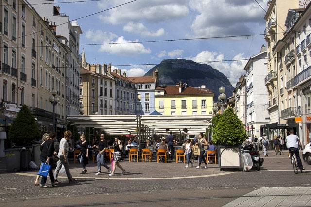 La Ville de Grenoble continue sa concertation secteur par secteur dans le cadre de CVCM, avec des rendez-vous les 29 et 30 juin ainsi que le 3 juillet 2017.La place Grenette est désormais piétonne © Chloé Ponset - Place Gre'net