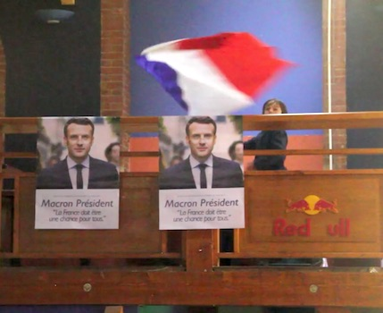 Si la préfecture était peu animée pour la soirée électorale, l'ambiance était très différente chez les partisans d'Emmanuel Macron et de Marine Le Pen.