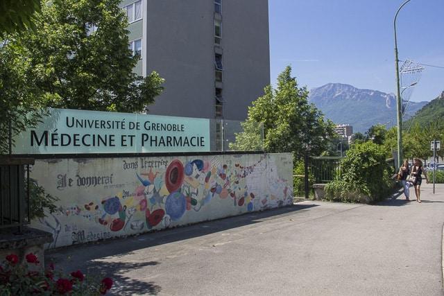 L'Unef et La Licorne font annuler une extension de l'horaire d'ouverture du bureau de vote Médecine, voulue par Interasso pour les élections du 28 novembre.Université de Grenoble, Medecine et Pharmacie © Chloé Ponset - Place Gre'net
