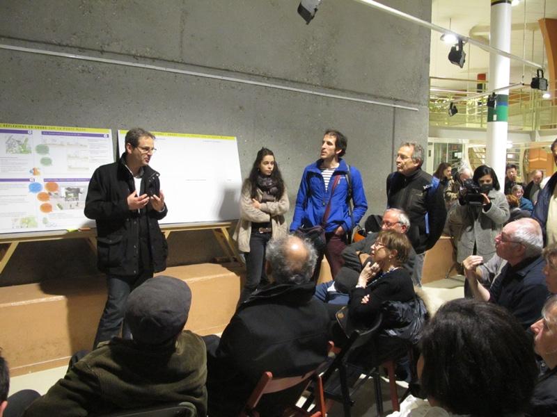 Vincent Fristot, adjoint à l'urbanisme lors d'un atelier de co-construction particulièrement animé, à La Villeneuve, le 8 mars 2017. © Séverine Cattiaux – Place Gre'net