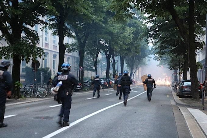 Manif anti-Macron et Le Pen dans les rues de Grenoble.