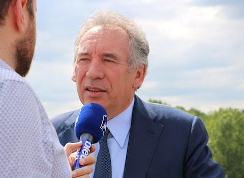A Voiron pour soutenir les candidats marcheurs sur l'Isère, François Bayrou a volé au secours de la candidate MoDem, accusée de parachutage opportuniste...