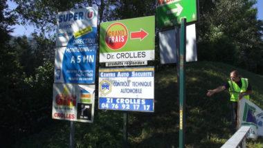 Paysages de France a organisé ce17 juin une action de sensibilisation pour dénoncer la présence de panneaux publicitaires illégaux le long des routes.© Joël Kermabon - Place Gre'net