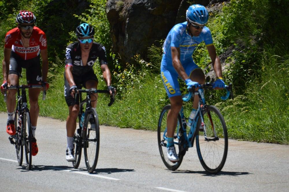 Peter Kennaugh, au centre, ici lors de l'ascension du col de Sarenne, s'est imposé dans cette étape du critérium du Dauphiné entre Aoste et l'Alpe-d'Huez. © Laurent Genin