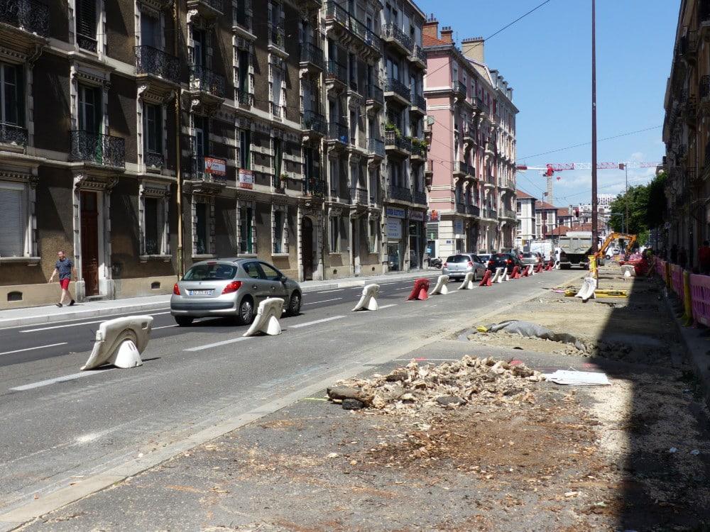 Arbres arrachés rue Lesdiguières à l'occasion du réaménagement de Grenoble pour les travaux de CVCM. © Paul Turenne - Placegrenet.fr