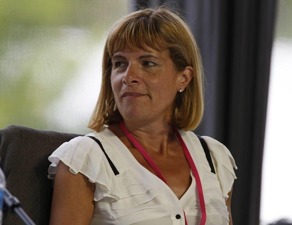 Anne Lauvergeon, présidente du directoire d'Areva de 2001 à 2011, mise en examen dans l'affaire UraMin. Ses avocats ont tenté de dissuader Robert Laffont de publier l'ouvrage de Vincent Crouzet. CC-BY-SA MEDEF - Wikipédia