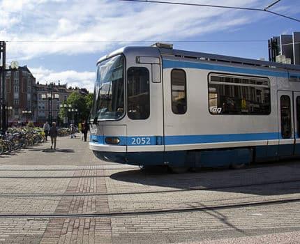 UNE départ du tram de la Gare de Grenoble e © Chloé Ponset - Place Gre'net