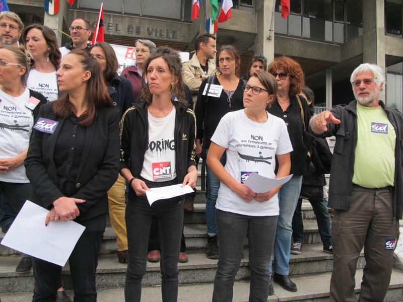 Les syndicats SUD et CNT appellent à un rassemblement devant l'Hôtel de Ville de Grenoble mardi 17 novembre au matin. © Séverine Cattiaux - Place Gre'net