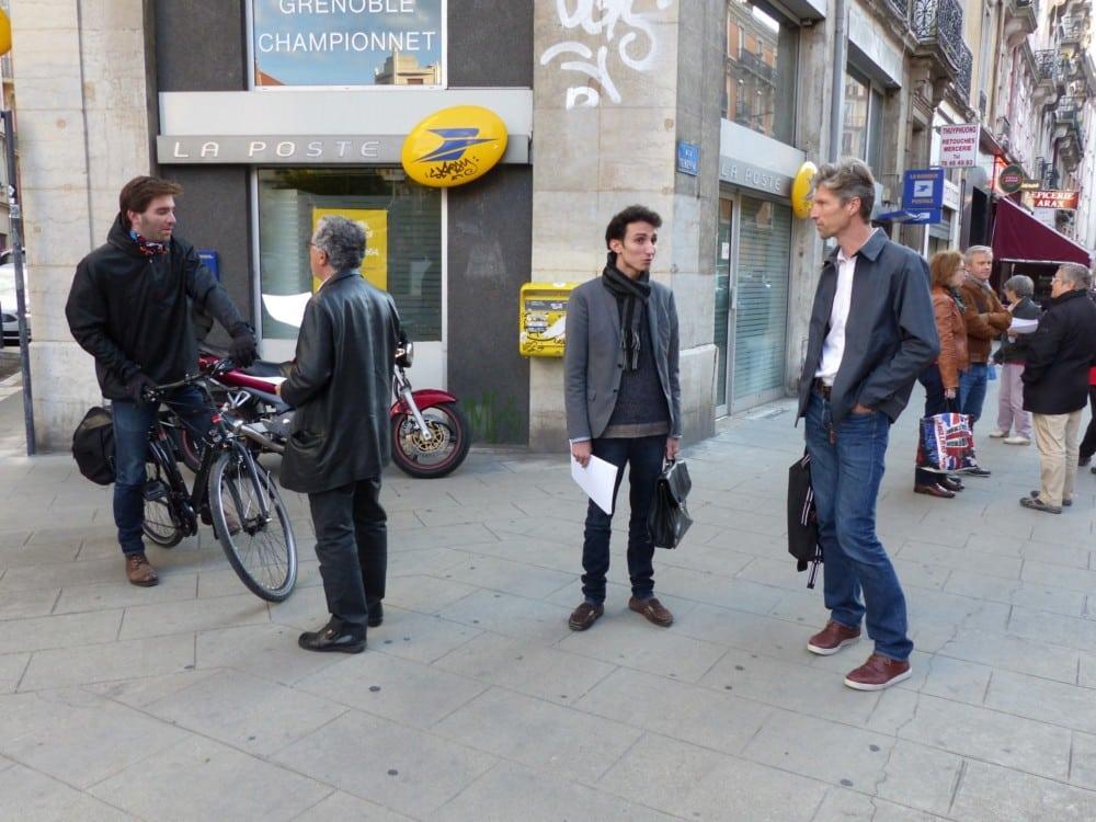 Distribution de tracts devant la Poste Championnet mercredi 20 septembre contre la fermeture de bureaux © Florent Mathieu - Place Gre'net