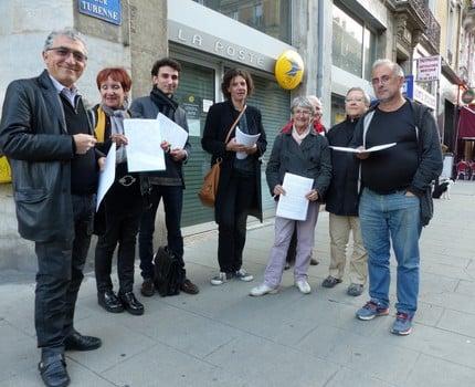 Les opposants la fermeture des bureaux de poste mobilis s pour championnet place gre 39 net - Bureau de poste grenoble ...
