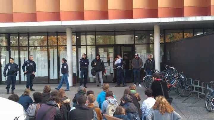La lutte des syndicats étudiants contre la fermeture des bibliothèques de composantes de l'UGA s'est poursuivie devant le CA... et la police.