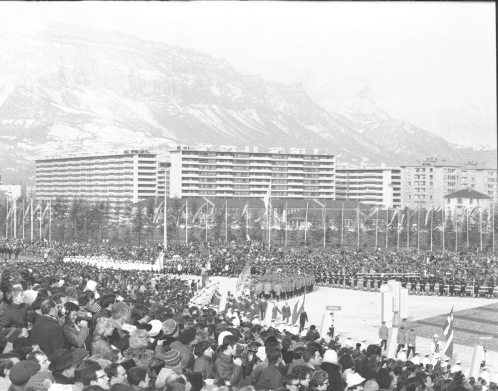 Cérémonie d'ouverture des Jeux Olympiques de Grenoble en 1968. © AMMG