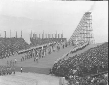 Cérémonie d'ouverture des Jeux Olympiques de Grenoble le 6 février 1968. © AMMG