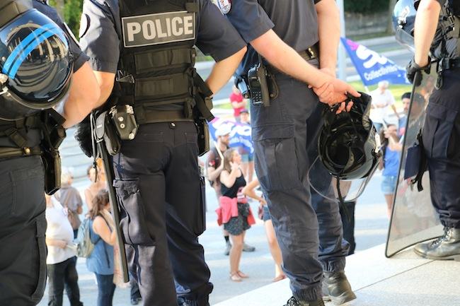 Le syndicat Alliance Police nationale annonce que Grenoble a été classée « zone difficile », avec à la clé des primes pour les forces de l'ordre.Police nationale à Grenoble © Patricia Cerinsek - Place Gre'net