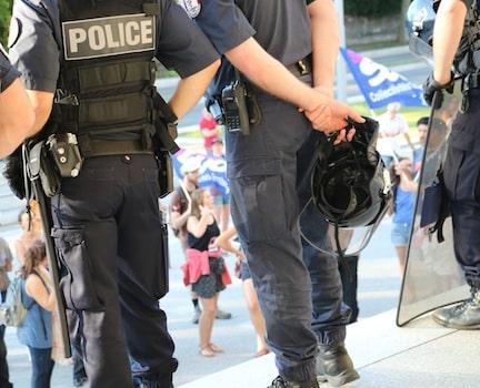 A Grenoble, la police nationale renforce ses effectifs. La police municipale aussi qui va être équipée de Taser de jour comme de nuit.