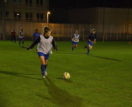 Les footballeuses du GF38 féminin lors d'un entraînement au stade Stijovic le 24 octobre 2017. © Laurent Genin
